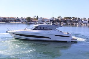 New Riviera 4800 SY Motor Yacht For Sale