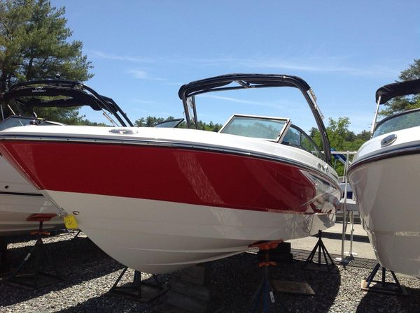 New Monterey M22 Express Cruiser Boat For Sale