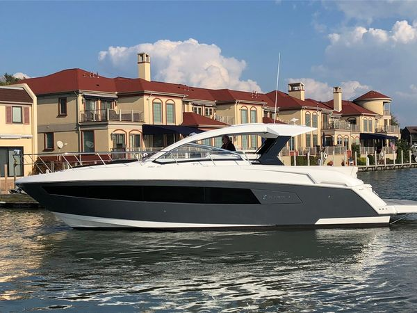 Used Cruisers Yachts 390 Express Coupe Power Cruiser Boat For Sale