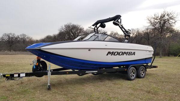 New Moomba Mojo Ski and Wakeboard Boat For Sale
