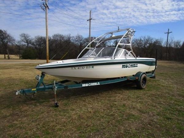 Used Moomba Outback LS Ski and Wakeboard Boat For Sale