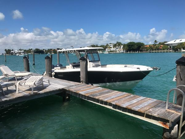 Used Robalo R302 Center Console Fishing Boat For Sale