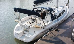 Used Hunter 336 Cruiser Sailboat For Sale