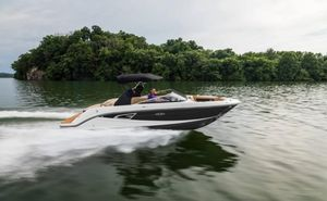 New Sea Ray 230 SLX Runabout Boat For Sale