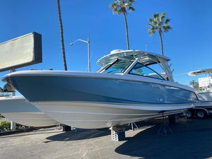 New Boston Whaler 320 Vantage Walkaround Fishing Boat For Sale