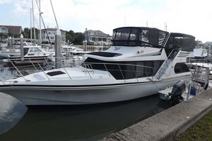 Used Bluewater Yachts 45 Coastal Cruiser Motor Yacht For Sale