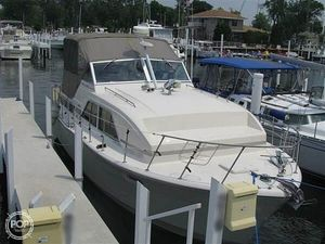 Used Chris-Craft Catalina 350 Express Cruiser Boat For Sale