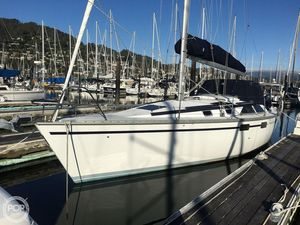 Used Hunter Legend 36' Racer and Cruiser Sailboat For Sale