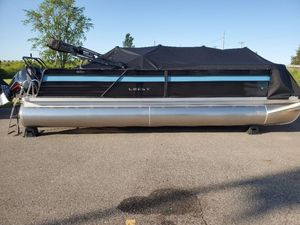 New Crest Classic DLX 240 SLS Pontoon Boat For Sale