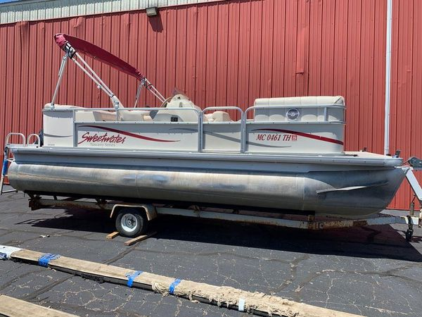 Used Sweetwater 20L Pontoon Boat For Sale
