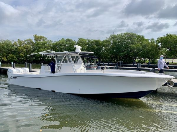 Used Invincible 39' Open Fisherman Center Console Fishing Boat For Sale
