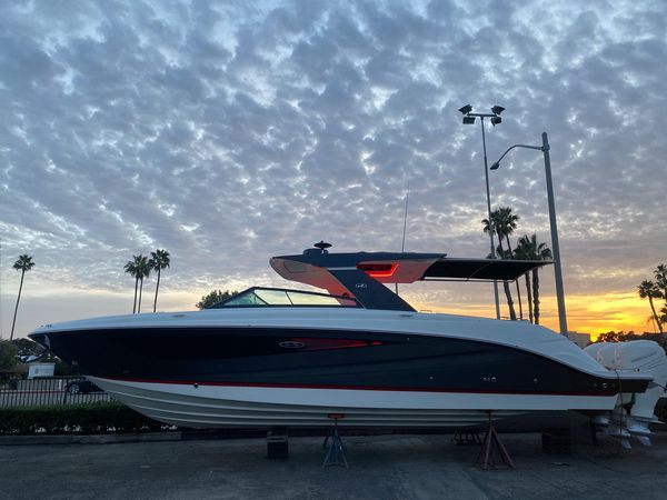 New Sea Ray SLX 400 OB Bowrider Boat For Sale