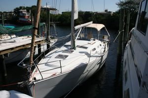 Used Beneteau 323 Keel Centerboard Cruiser Sailboat For Sale