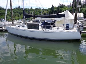 Used J Boats Racer and Cruiser Sailboat For Sale