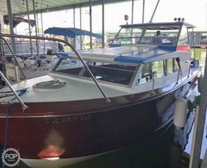 Used Owens Flagship 28 Express Antique and Classic Boat For Sale