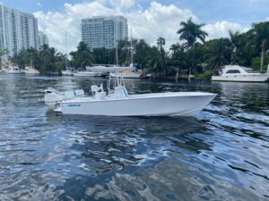 Used Avanti 25 open Center Console Fishing Boat For Sale