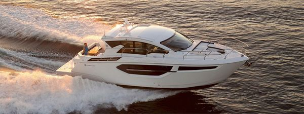 New Cruisers Yachts 42 Cantius Express Cruiser Boat For Sale