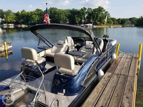 Used Manitou Legacy 25 Pontoon Boat For Sale