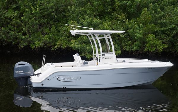 Used Robalo 222 Explorer Center Console Fishing Boat For Sale