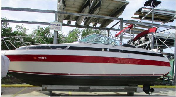 Used Wellcraft 2600 Express Cabin Express Cruiser Boat For Sale