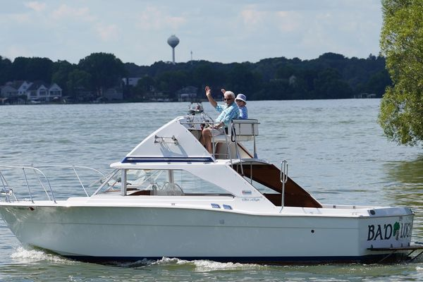 Used Chris-Craft Commander Sport Express Motor Yacht For Sale