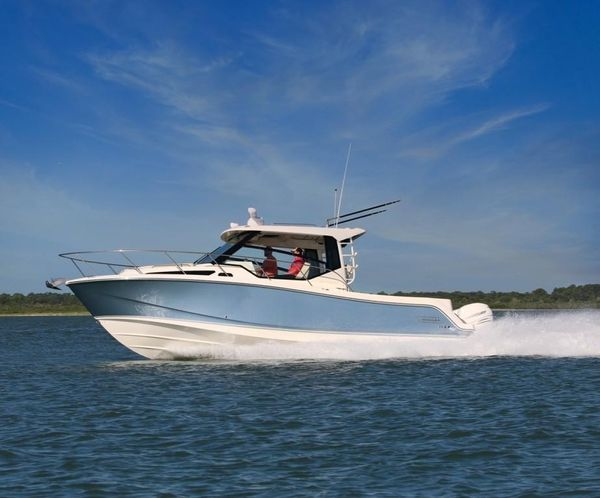 New Boston Whaler 325 Conquest Walkaround Fishing Boat For Sale