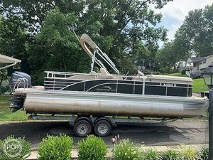Used Bennington 2275 GCW Pontoon Boat For Sale
