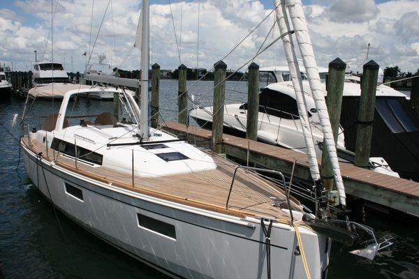 Used Beneteau 38.1 Cruiser Sailboat For Sale