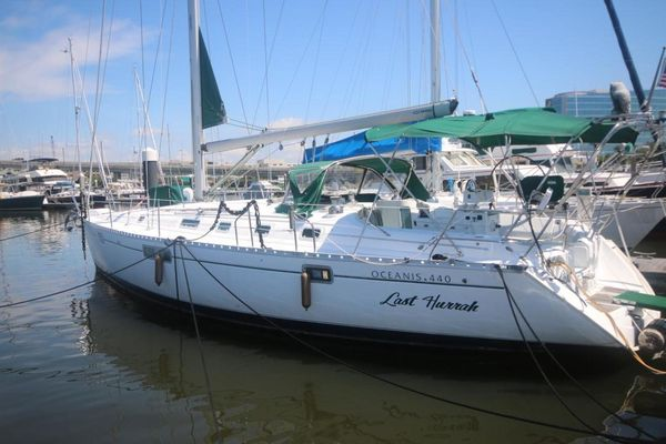 Used Beneteau Racer and Cruiser Sailboat For Sale