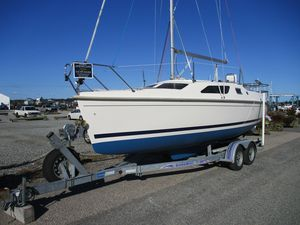 New Hunter 25 Cruiser Sailboat For Sale