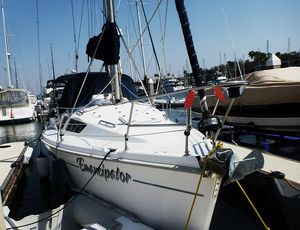 Used Hunter 320 Cruiser Sailboat For Sale