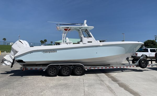 New Everglades 325CC Center Console Fishing Boat For Sale