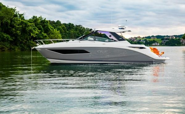 New Sea Ray 320 Sundancer Power Cruiser Boat For Sale