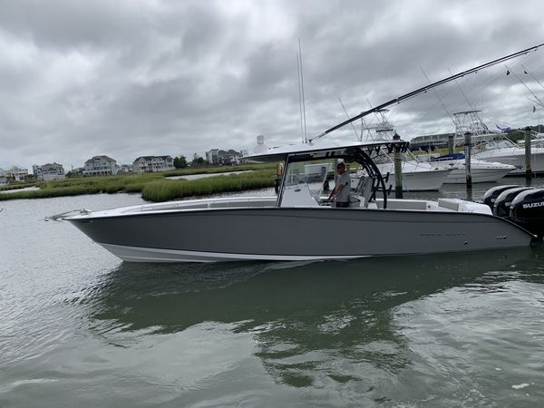 Used Cape Horn 36 XS with Furuno Sonar Center Console Fishing Boat For Sale