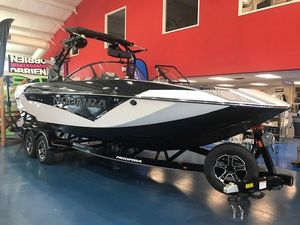 New Moomba Makai Ski and Wakeboard Boat For Sale