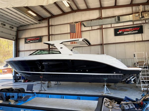 New Sea Ray SLX 400 - JUST ARRIVED! Power Cruiser Boat For Sale