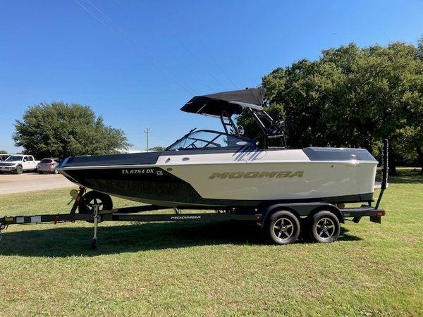 Used Moomba Helix Ski and Wakeboard Boat For Sale