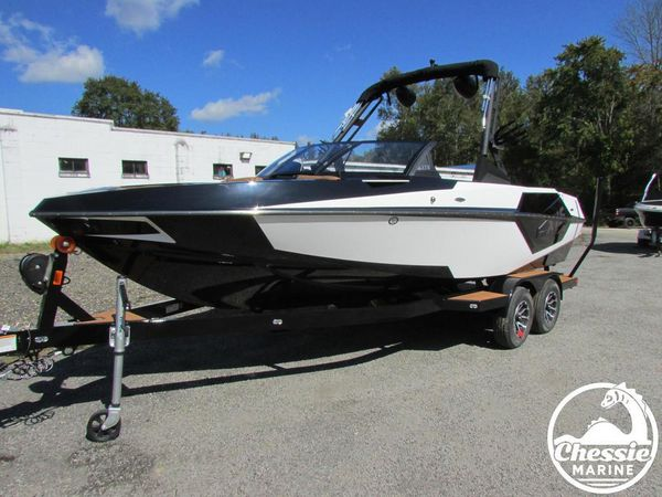 New Axis Core Series T22 Ski and Wakeboard Boat For Sale