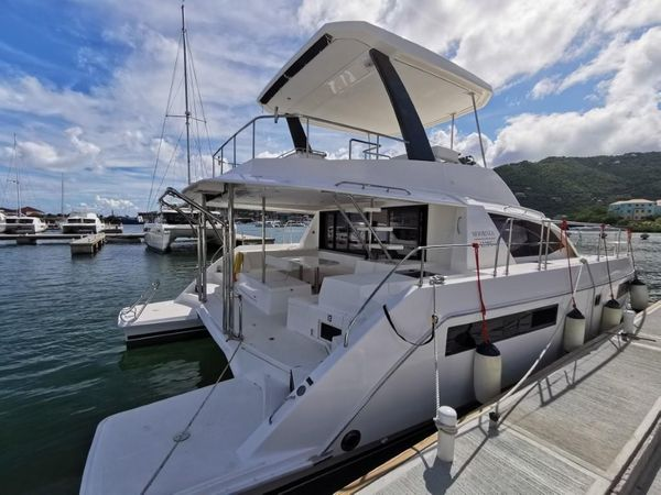 Used Leopard 43 Powercat Cruiser Boat For Sale