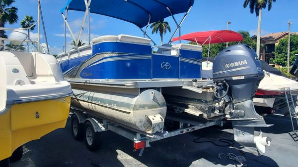 Used Avalon 1985 Cruise Pontoon Boat For Sale