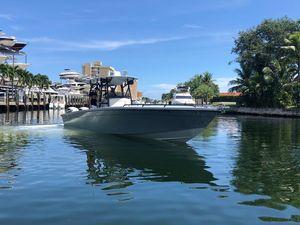 Used Avanti 33 CC Center Console Fishing Boat For Sale