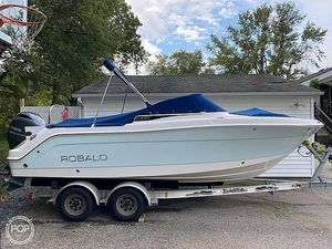 Used Robalo R 227 Runabout Boat For Sale