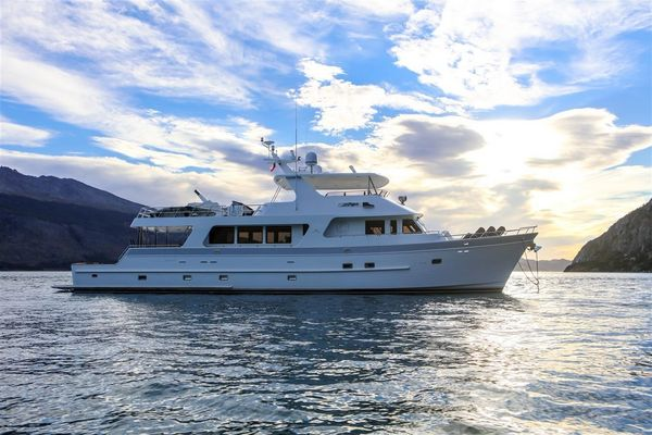 Used Outer Reef Yachts 880 CPMY Motor Yacht For Sale