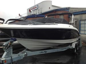 New Sea Ray 210 SPX Express Cruiser Boat For Sale