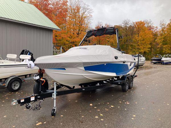 Used Tahoe 2285 LTZ Quad Lounger Pontoon Boat For Sale