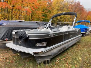 Used Tahoe 2585 CASCADE QUAD LOUNGER w/Suzuki 200hp Motor Pontoon Boat For Sale