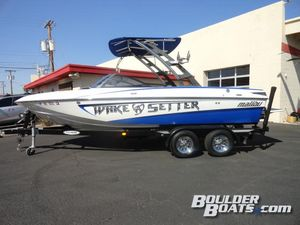 Used Malibu Wakesetter VLX Ski and Wakeboard Boat For Sale