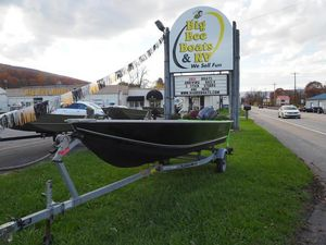 Used Lowe Utility V1667T Ski and Fish Boat For Sale
