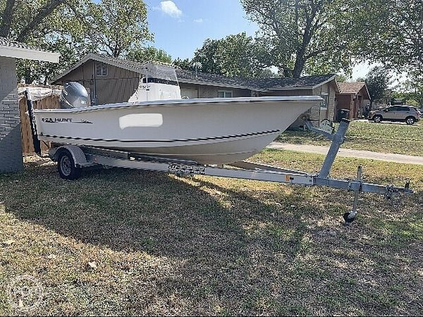 Used Sea Hunt BX 21T Center Console Fishing Boat For Sale