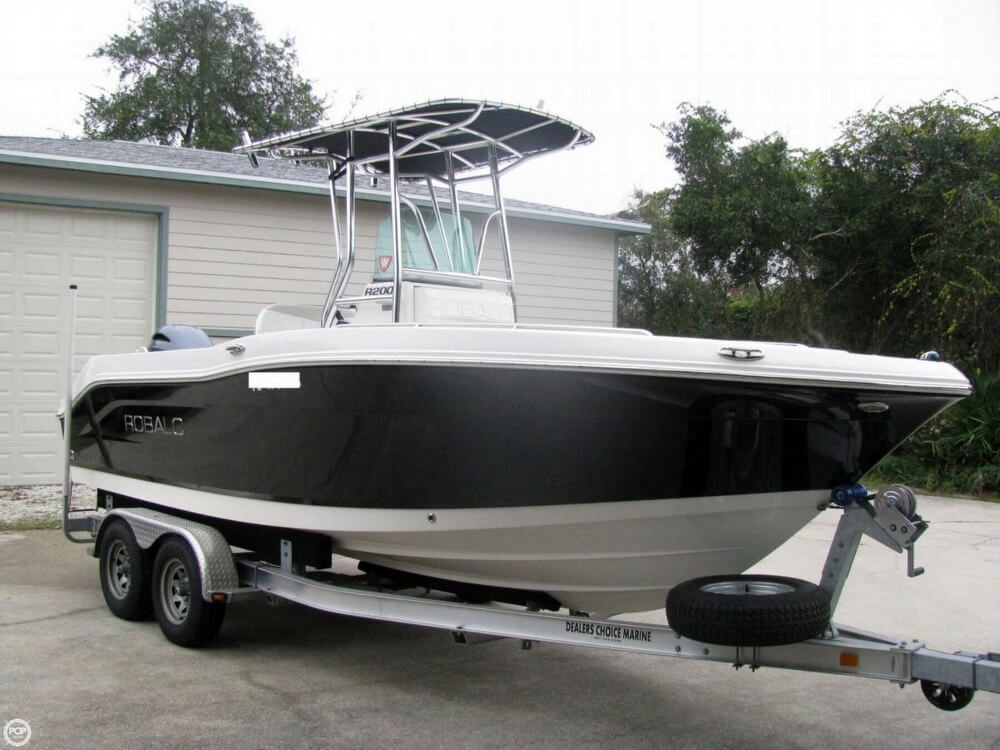 2014 used robalo r200 center console fishing boat for sale for Center console fishing boats for sale